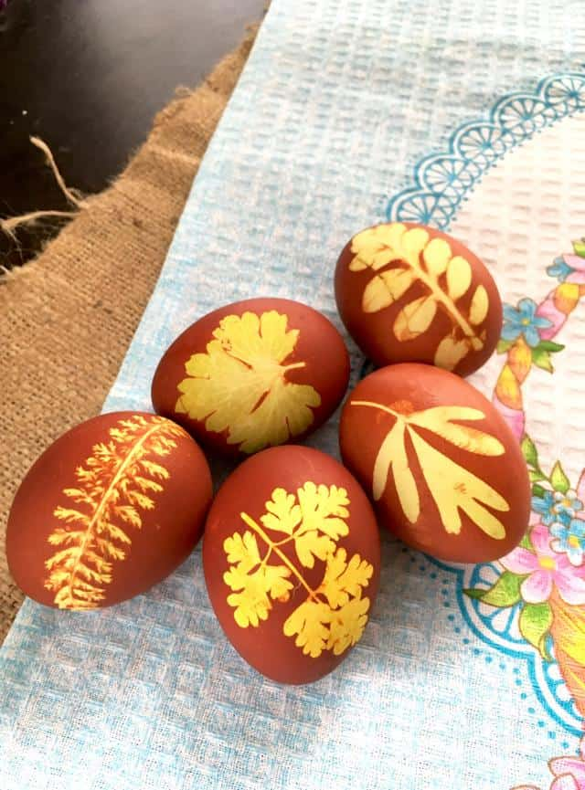 Decorate beautiful Easter Eggs with NO deisgn skills or artificial colors!!