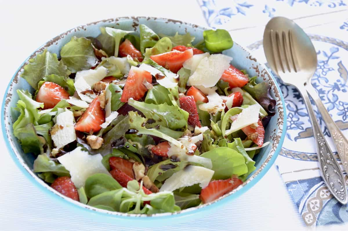 Strawberries Balsamic And Mixed Greens - THE Best Summer Salad!!