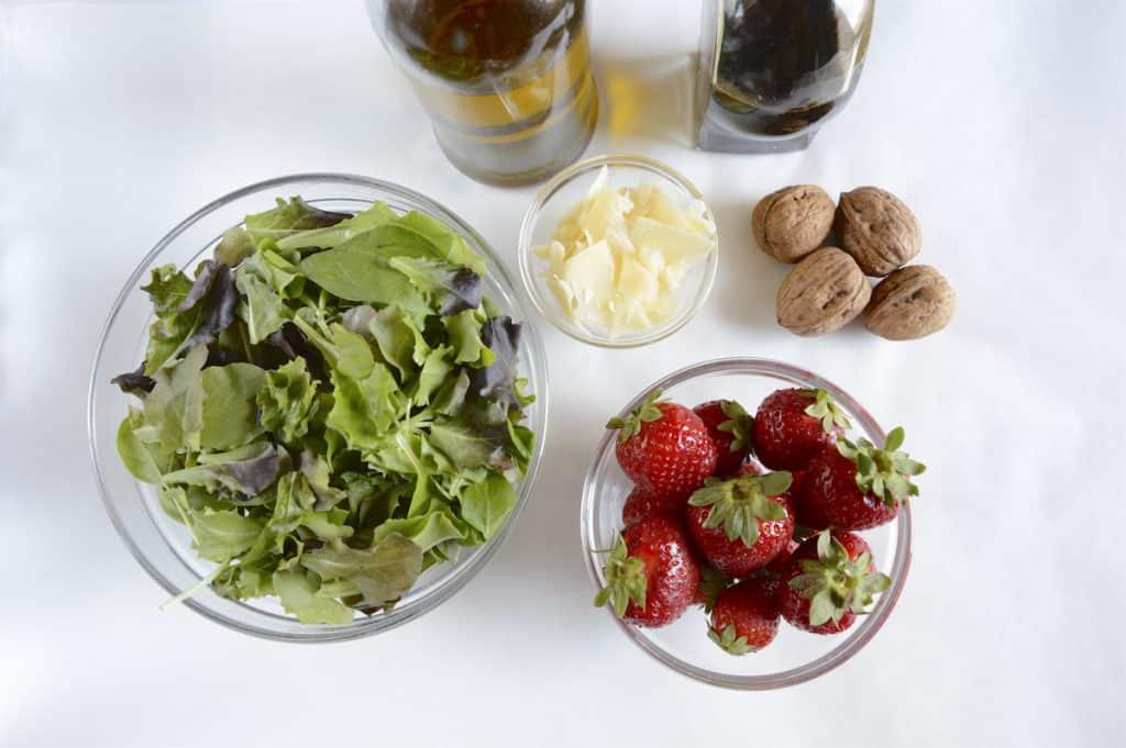 Strawberries Balsamic And Mixed Greens Salad - Ingredients