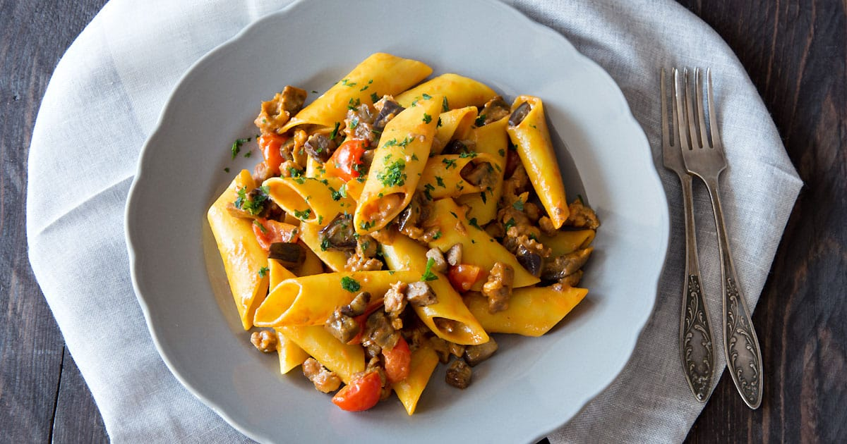 Candele Pasta with Eggplant, Bell Pepper & Olives {Recipe}
